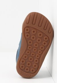 Camper - PEU CAMI  - Zapatos de bebé - blue - 4