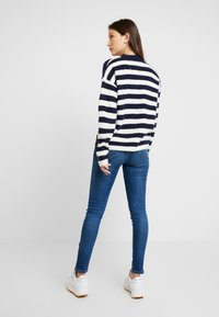 Tommy Jeans - BOLD STRIPE CREW - Pullover - snow white / black iris - 2