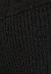 Glamorous - KNITTED MARL FLARES - Kalhoty - black - 4