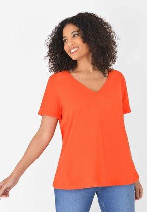 SWING TEE - Print T-shirt - orange