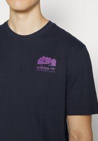 adidas Originals - FLMOUNT TEE - Print T-shirt - legend ink - 6