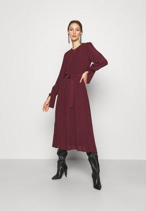 ABITO - Denní šaty - lava red