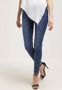 Levi's® - 710 INNOVATION SUPER SKINNY - Jeans Skinny Fit - darling blue - 0