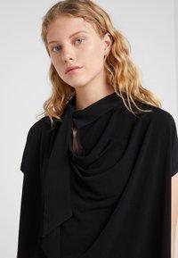 By Malene Birger - KATIE - T-shirt z nadrukiem - black - 3