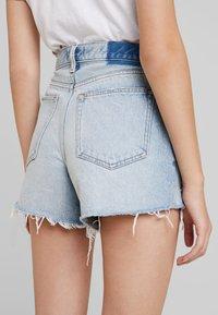 Abercrombie & Fitch - LIGHT DESTROY CUFF HIGH RISE - Jeans Shorts - stone blue denim - 3