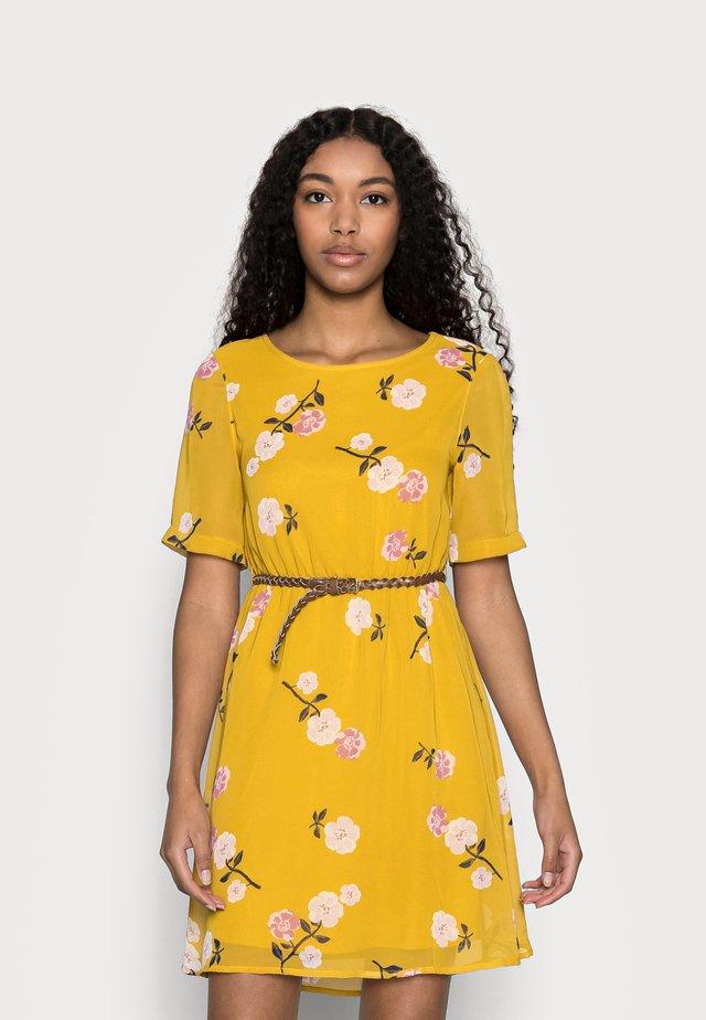 VMFALLIE BELT DRESS - Vestido informal - chai tea/newfallie