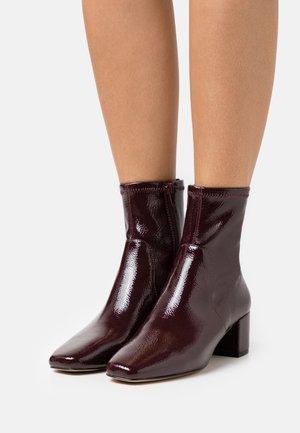 MYAII - Kotníkové boty - bordo
