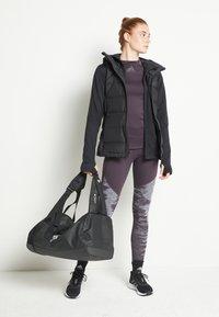 adidas Performance - HELIONIC DOWN VEST - Kamizelka - black - 2