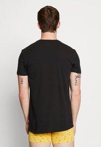 Levi's® - MEN V-NECK 2 PACK - Unterhemd/-shirt - jet black - 2