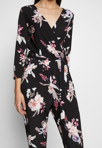 Wallis Tall - MAGNOLIA FLORAL 3/4 SLEEVE - Haalari - black - 5