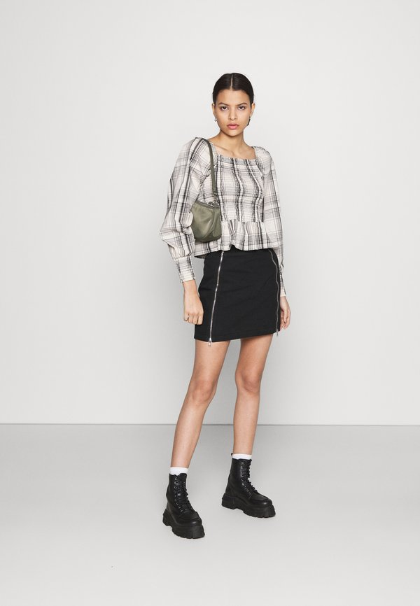 ONLY ONLELLY LIFE SMOCK TOP - Bluzka - cloud dancer/black/beżowy IKCI