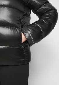Calvin Klein Jeans Plus - SHINY SHORT PUFFER - Winter jacket - black - 6