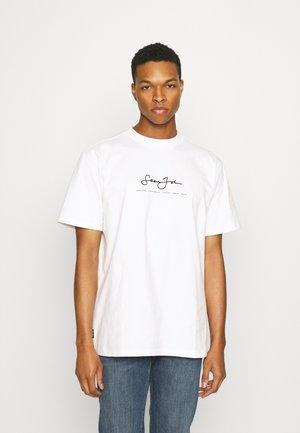 CLASSIC LOGO ESSENTIAL TEE - T-shirt print - white