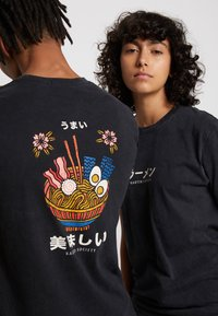 Kaotiko - WASHED RAMEN - T-shirt med print - black - 4