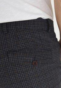 Casual Friday - PATRIK SMALL CHECKED PANTS - Trousers - navy blazer - 3