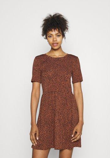 JDYKIRKBY SHORT DRESS - Day dress - rustic brown