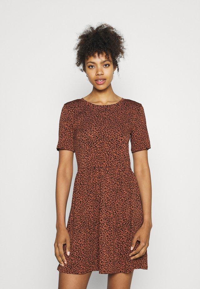 JDYKIRKBY SHORT DRESS - Korte jurk - rustic brown