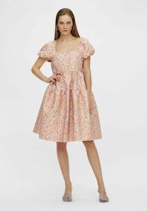 YASLIVINA - Robe d'été - peach melba