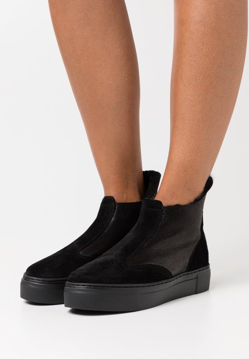 MAHONY - BERN - Korte laarzen - black