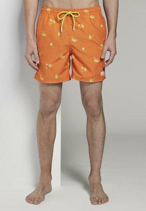 TOM TAILOR DENIM BEACHWEAR/BADEMODE BADESHORTS MIT GANZFLÄCHIGEM - Swimming shorts - neon green palm print