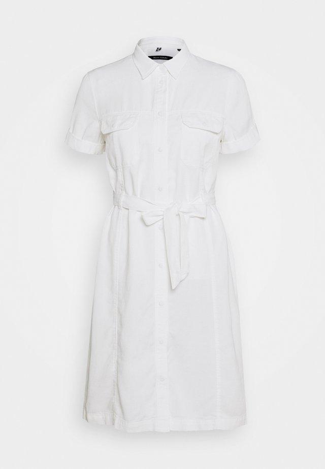 DRESS SHAPED FIT PATCHED - Košilové šaty - white