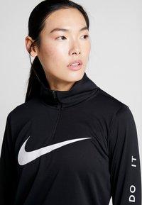 Nike Performance - MIDLAYER RUN - Camiseta de deporte - black/white - 3