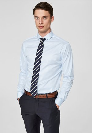 PELLE - Camisa elegante - light blue