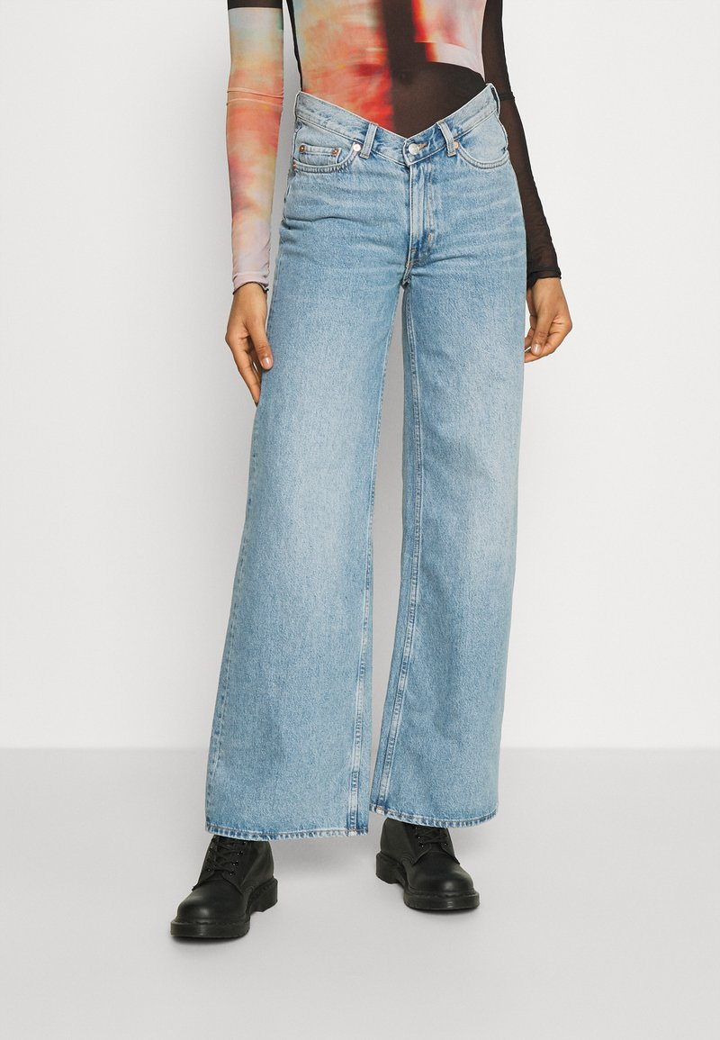 Weekday - AVERY - Džíny Relaxed Fit - washed blue