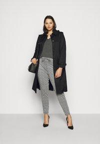 Lauren Ralph Lauren Woman - Trenchcoats - black - 1