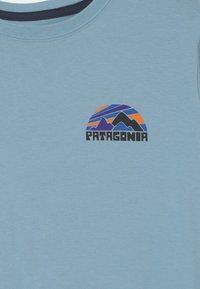 Patagonia - BOYS GRAPHIC UNISEX - Print T-shirt - sky blue - 2