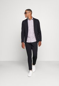 Isaac Dewhirst - THE RELAXED SUIT  - Kostym - dark blue - 1