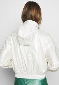 Calvin Klein Jeans - IRIDESCENT WINDBREAKER - Windbreaker - iridescent white - 4