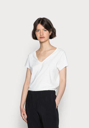 EMELYN TONIC TEE - Basic T-shirt - chalk white