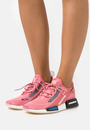 NMD_R1 SPEEDLINES BOOST SHOES - Baskets basses - haze rose/core black