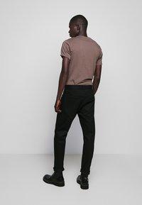 CLOSED - COOPER - Slim fit jeans - black - 2