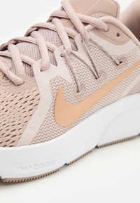 Nike Performance - ZOOM SPAN 3 FAIRMONT - Neutral running shoes - stone mauve/metallic red bronze/barely rose - 5