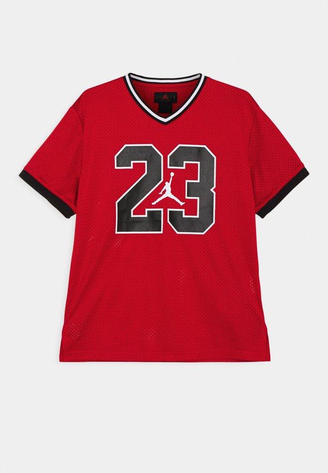 MARCH MADNESS UNISEX - Camiseta estampada - gym red