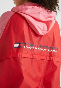 Tommy Sport - BLOCKED WITH LOGO - Windbreaker - red - 5
