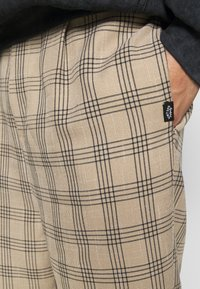 Vintage Supply - CASUAL CHECK TROUSER - Trousers - beige - 5