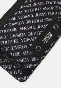 Versace Jeans Couture - UNISEX - Bolso de mano - black - 4