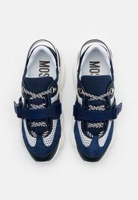 MOSCHINO - Sneakers - bianco/blu - 3