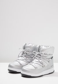 Moon Boot - GIRL LOW WP - Šněrovací kotníkové boty - silver metallic - 3