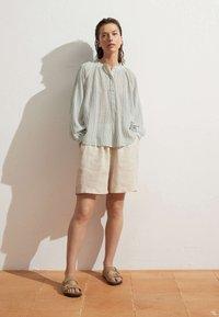 OYSHO - Short - beige - 1