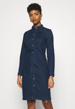 VMKATE SHIRT DRESS - Sukienka jeansowa - dark blue denim