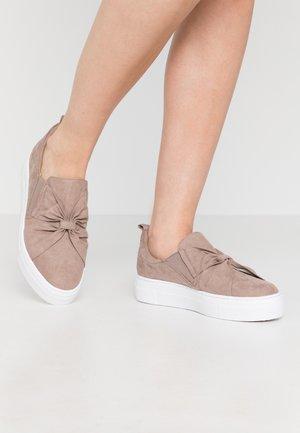 Scarpe senza lacci - beige