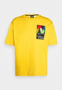 New Balance - Print T-shirt - atomic yellow - 0