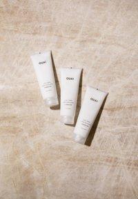 Ouai - CURL CRÈME- FRAGRANCE FREE - Hair treatment - - - 3