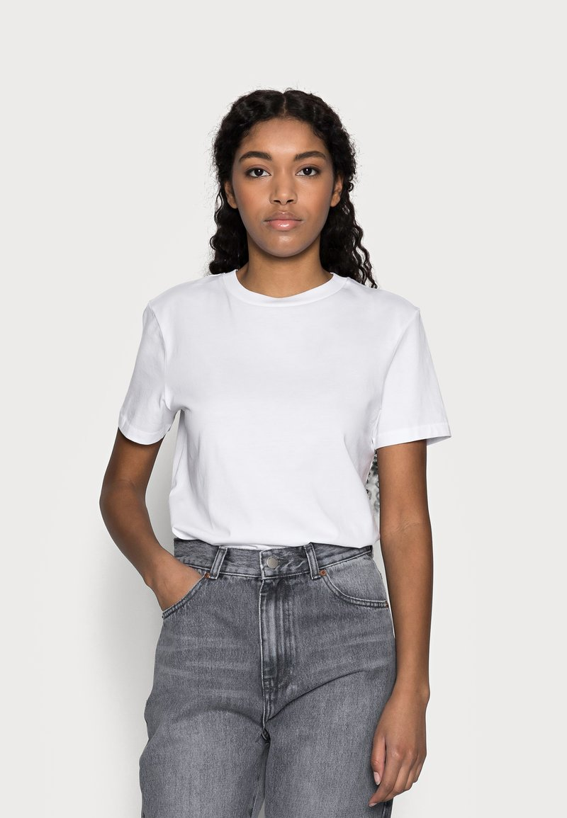 Selected Femme Petite - SLFMY PERFECT TEE BOX - Jednoduché triko - bright white