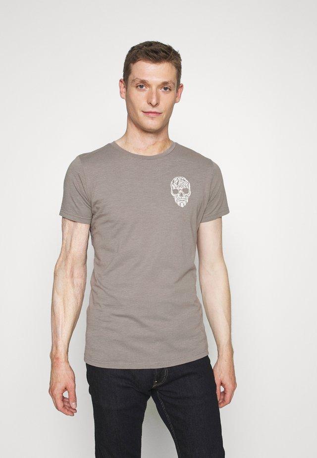 BRONCO ROUND - Print T-shirt - silver