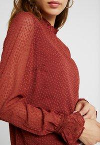 Vero Moda - VMABIGAIL - Bluse - madder brown - 5